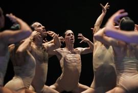 soul-chain_ensemble-tanzmainz-cornelius-mickel-louis-thuriot_c_andreas-etter