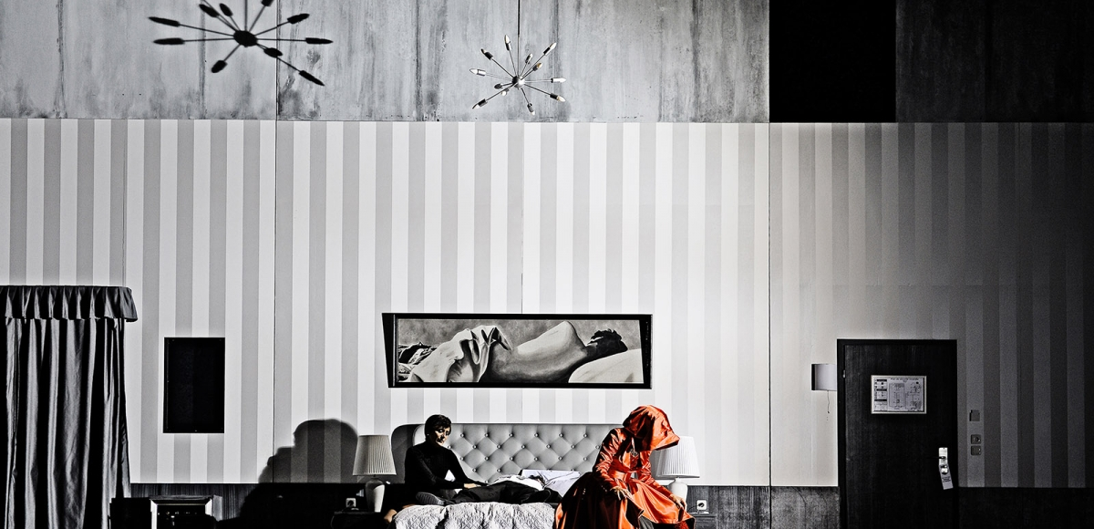 01_hoffmanns-erzaehlungen_solenn-lavanant-linke-nadja-stefanoff_c_andreas-etter