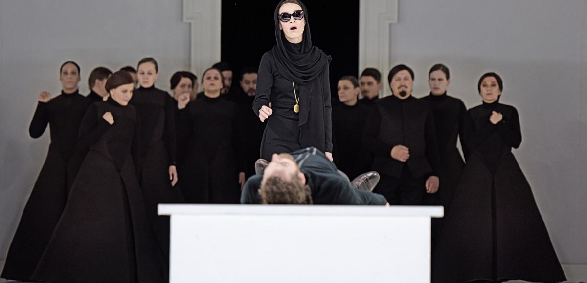 don-carlo_brett-carter-vida-mikneviciute-chor-des-staatstheater-mainz_c_andreas-etter