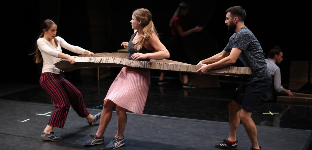 krawall-im-kopf_eliana-stragapede-madeline-harms-jorge-soler-bastida_c_de-da-productions